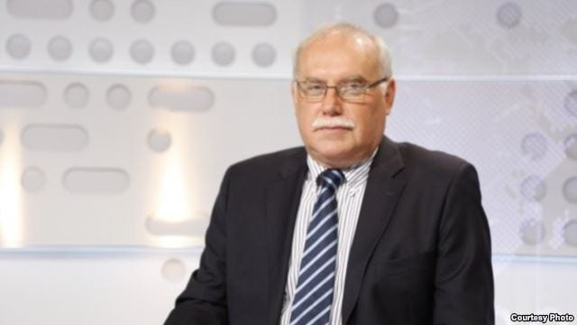 BÓDIS GÁBOR: A POLITIKUS IS VALAMIKOR EMBER VOLT