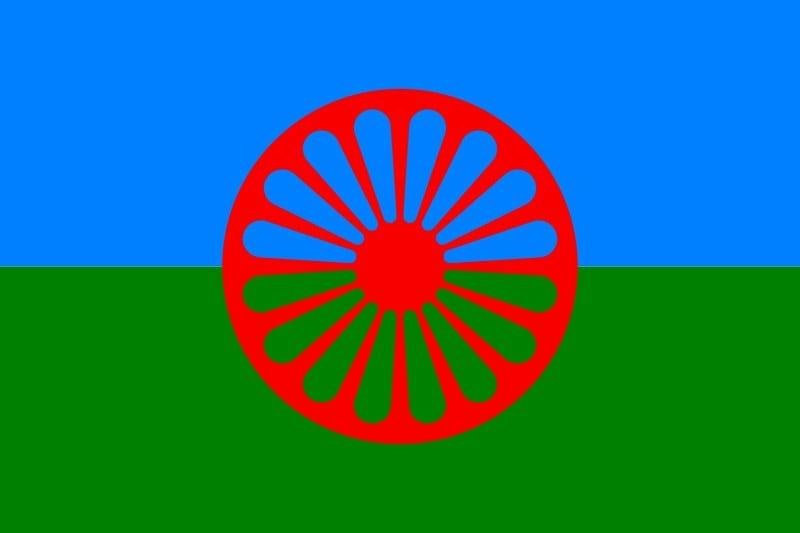UDRUŽENJE ROMA: RASIZAM U PORASTU – SVEŠTENIK ODBIO SAHRANU ROMKINJE