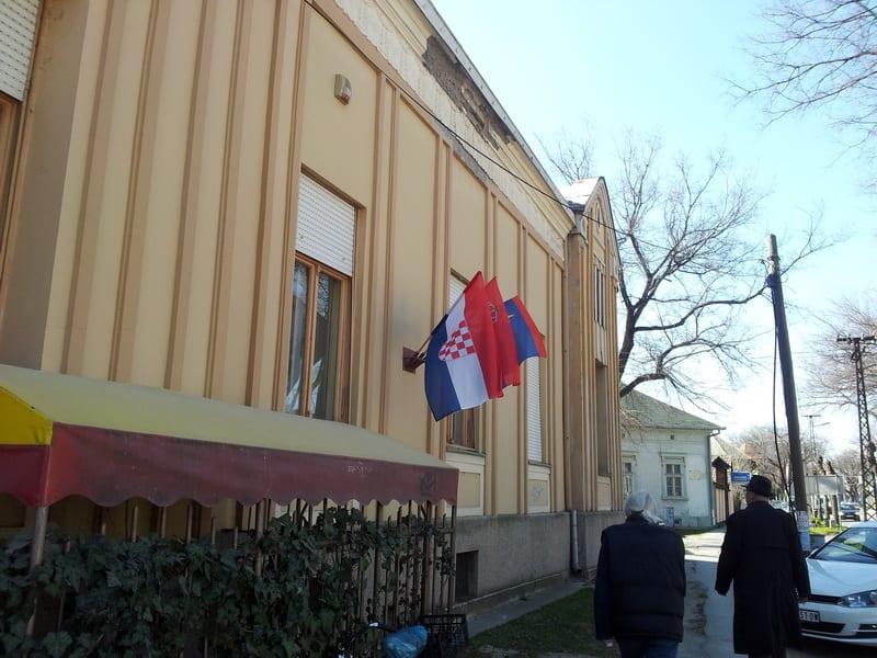 Sutra postavljanje kamena temeljca za izgradnju krovne ustanove hrvatske nacionalne zajednice u Srbiji