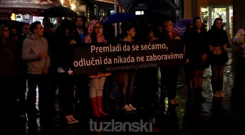 ZAŠTO MEDIJE U SRBIJI ZABOLE ZA TO ŠTO 20 MLADIH IDE U TUZLU NA KOMEMORACIJU?