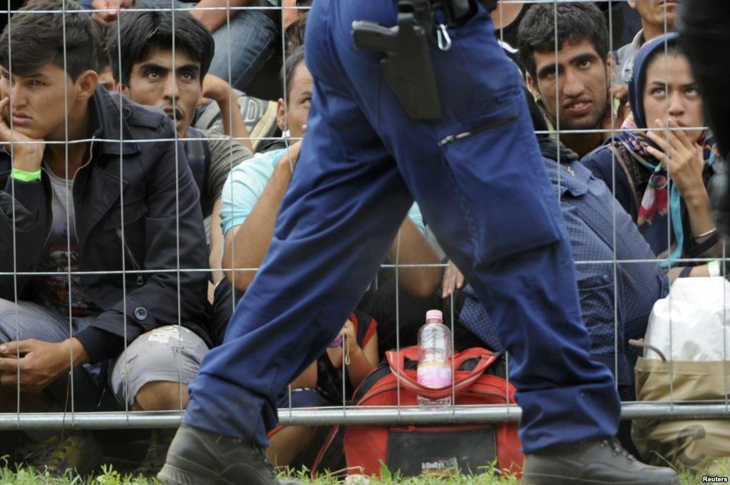 BEOGRAD: PROTEST ISPRED AMBASADE MAĐARSKE ZBOG ODNOSA PREMA IZBEGLICAMA