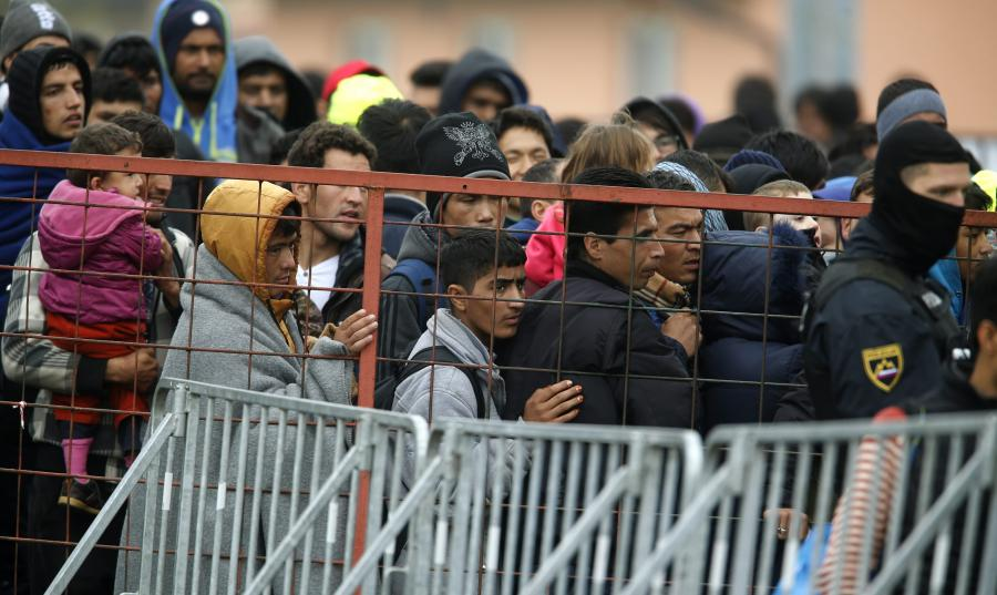 UNHCR: SRBIJA I MAKEDONIJA OGRANIČILE PROTOK MIGRANATA