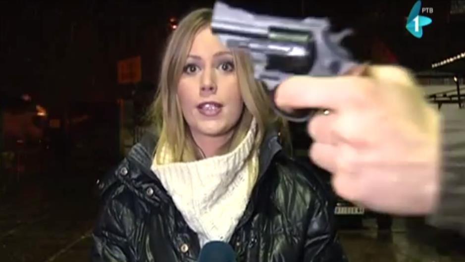 PRETIO PIŠTOLJEM EKIPI RTV-A UŽIVO U PROGRAMU (VIDEO)