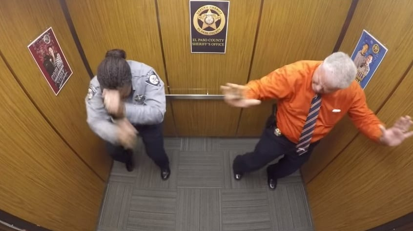 VIDEO: PLES POLICAJCA U LIFTU POGLEDALO MILIONI LJUDI