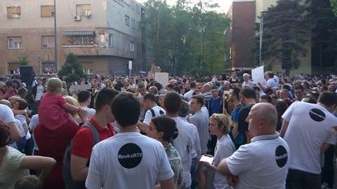 PROTEST OKO 1.500 GRAĐANA ISPRED RTV ZBOG SMENA