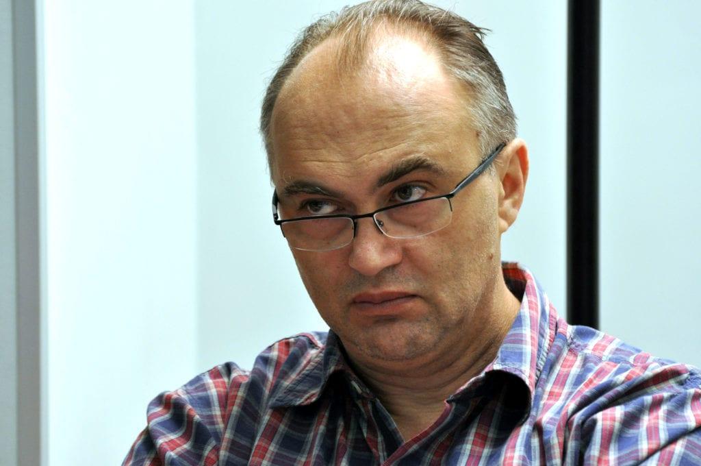 RTV, KABINET I PROVODNICI: UREĐIVANJE MEDIJA U SRBIJI