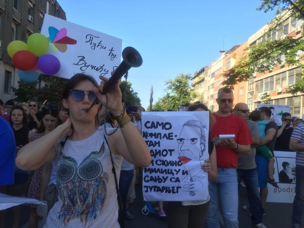 """MAGLOČISTAČ"" NA GRAĐANSKOM PROTESTU U NOVOM SADU: RTV-OM VLADA NAJGORI ŠLJAM (SLIKE)"
