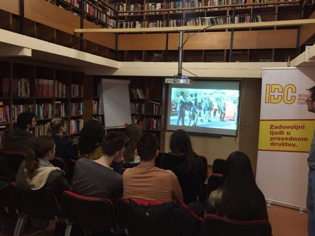 MLADI U SUBOTICI PREDSTAVILI DOKUMENTARNI FILM O ŽIVOTNIM PRIČAMA MIGRANATA U SRBIJI