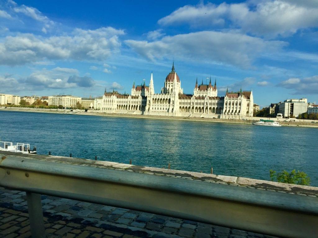 Mađarski parlament proglasio tajnim ugovor s Kinezima o gradnji pruge Budimpešta-Beograd