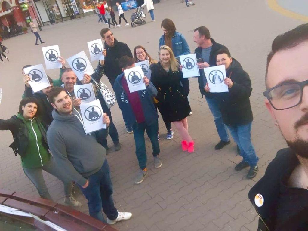 PROTEST MLADIH U SUBOTICI PODRŽALI AKTIVISTI CIVILNE ORGANIZACIJE IZ BEOGRADA