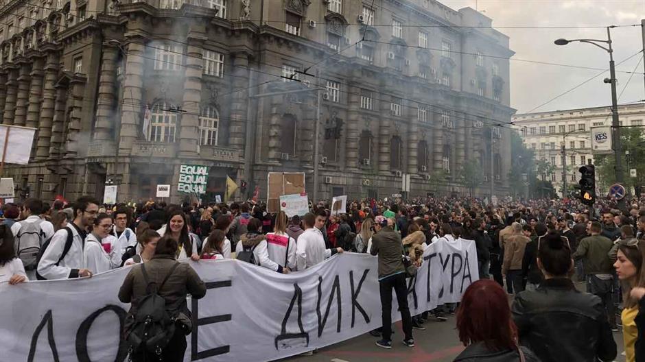 "DEVETI DAN PROTESTA – NA ULICAMA RADNICI I ""BELI MANTILI"""