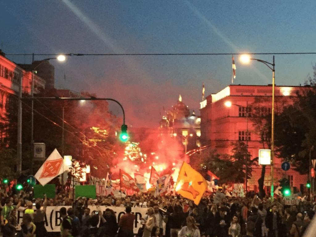 BEOGRAD: HILJADE GRAĐANA NA PROTESTU POVODOM GODIŠNJICE RUŠENJA U SAVAMALI
