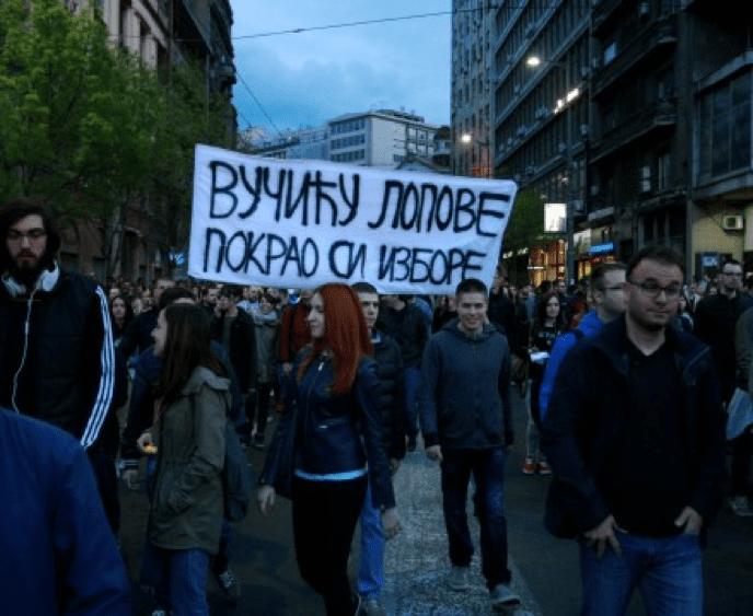 PROTEST U BEOGRADU: NEBOJŠA, NEBOJŠA, PADNI NAM NA GRUDI