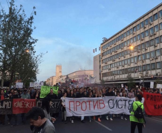 PROTEST U NOVOM SADU: MALI ALEK, IDEŠ U ĆOŠAK