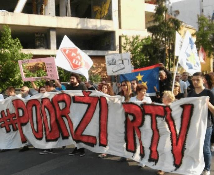 PODRŽI RTV PORUČIO SA PROTESTA DA NEĆE ODUSTATI OD BORBE ZA NEZAVISNE JAVNE SERVISE