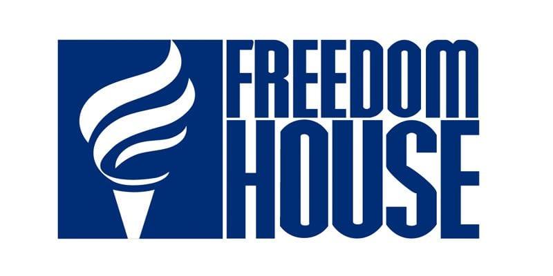 FREEDOM HOUSE: ČETVRTU GODINU ZA REDOM DEMOKRATIJA U SRBIJI U PADU