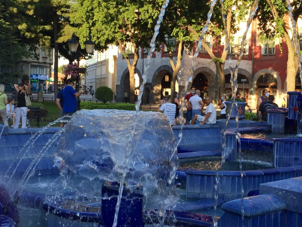 "Udruženje građana ""Slobodan grad"": Novi protest večeras u 20 sati kod Plave fontane"