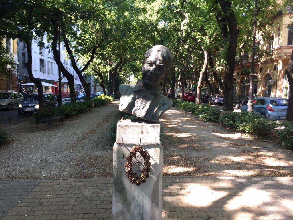 Gradonačelnik Subotice: Opomene Gradskoj upravi zbog oštećenja biste Dežea Kostolanjija