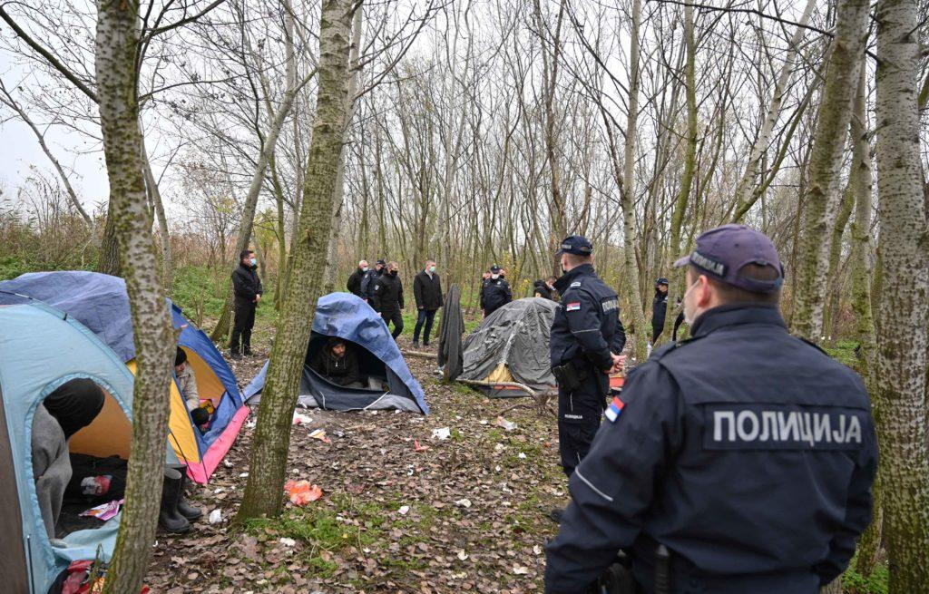 Cucić: Oko 1.000 migranata je izvan prihvatnih centara, deo njih smešten u hostelima