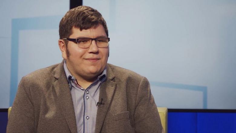 3 u 1: On je glavni urednik, odbornik i član Programskog saveta RTV, i u tome ne vidi ništa sporno