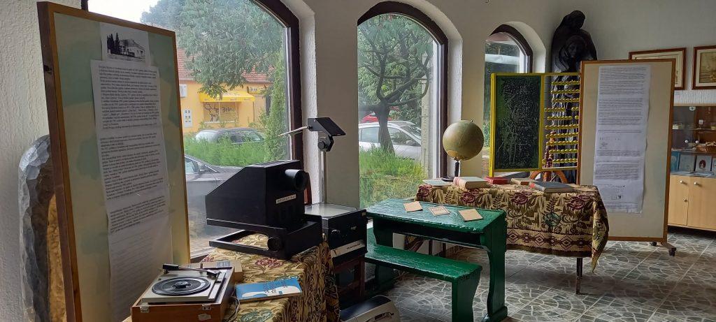 """Nedeljne izložbe u pendžeru Galerije Prve kolonije naive u tehnici slame: """"52 nedelje tradicionalne kulture u Tavankutu"""""""