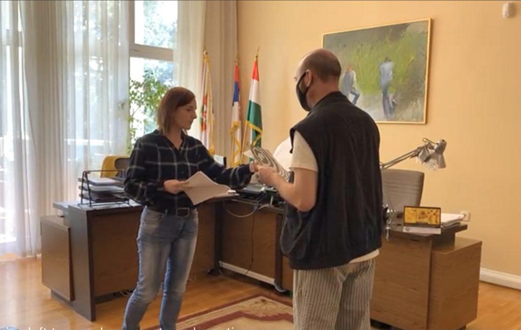 Mađarskom nacionalnom savetu predata peticija sa 1.300 potpisa podrške građana Salašarskom pozorištu