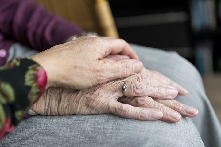Ispovest unuke o mučnom iskustvu njene bake koja živi u subotičkom domu za stare: Usamljenost, karantin i ograničena komunikacija